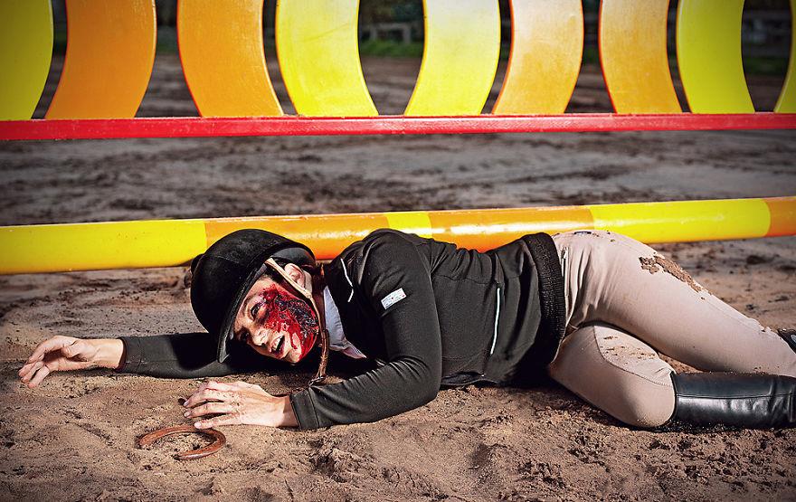 Jāšanas sports. Foto: Giselle Natassia; make-up: Laura Turner